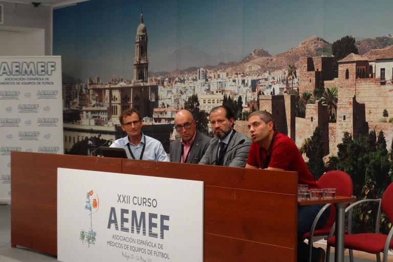 El Dr. Pérez de Ayala en el XXII Curso de la Asociación Española de Médicos de Equipos de Fútbol
